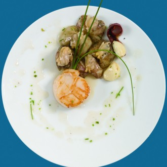 SCALLOPS WITH CLAM SAUCE AND SPRING ONIONS