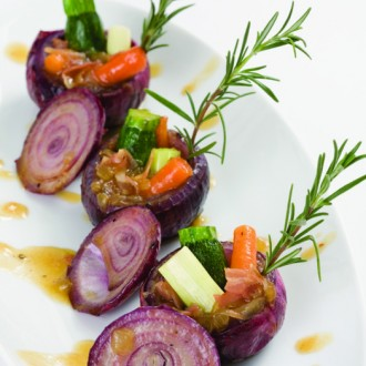 STUFFED ONION WITH TENDER GREENS AND SALPICÃO*