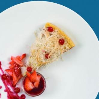WINE-POACHED STRAWBERRY TART